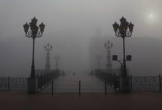 Ciudad en la niebla Imagen de archivo libre de regalías