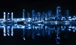 Ciudad en la noche fotografía de archivo