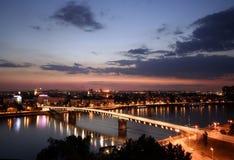 Ciudad en la noche foto de archivo libre de regalías