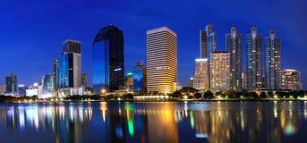 Ciudad en la noche, Bangkok del panorama Foto de archivo libre de regalías