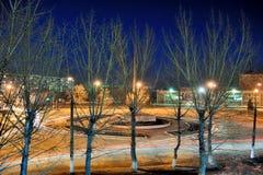 Ciudad en la noche con las estrellas Foto de archivo
