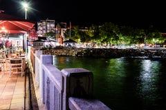 Ciudad en la noche de verano - Turquía de Cinarcik Imágenes de archivo libres de regalías