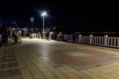 Ciudad en la noche de verano - Turquía de Cinarcik Foto de archivo libre de regalías