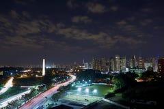 Ciudad en la noche, el Brasil de Sao Paulo foto de archivo libre de regalías