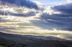 Ciudad en la salida del sol, España de Guadalupe Imágenes de archivo libres de regalías