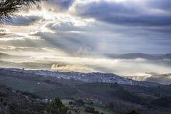 Ciudad en la salida del sol, España de Guadalupe Imagen de archivo libre de regalías