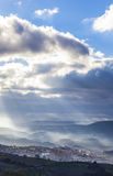 Ciudad en la salida del sol, España de Guadalupe Foto de archivo
