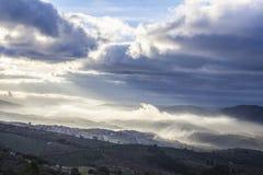 Ciudad en la salida del sol, España de Guadalupe Fotos de archivo