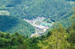 Ciudad en las montañas Fotos de archivo libres de regalías