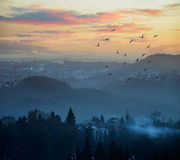 Ciudad en montañas Imagen de archivo