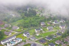 Ciudad en niebla Imagenes de archivo