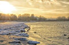 Ciudad en puesta del sol Fotografía de archivo libre de regalías