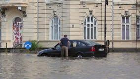 Ciudad europea después de fuertes lluvias almacen de video