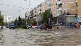 Ciudad europea inundada después de fuertes lluvias almacen de metraje de vídeo