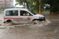 Ciudad europea inundada durante fuertes lluvias Fotos de archivo