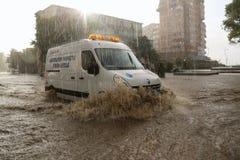 Ciudad europea inundada durante fuertes lluvias Foto de archivo libre de regalías