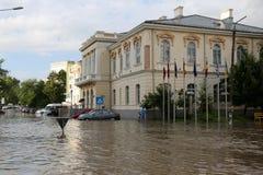 Ciudad europea inundada durante fuertes lluvias Imagenes de archivo