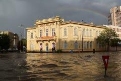 Ciudad europea inundada durante fuertes lluvias Imágenes de archivo libres de regalías