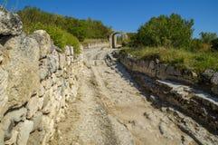 Ciudad-fortaleza medieval en las montañas Fotografía de archivo