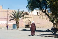 Ciudad fortificada de Erfoud a lo largo de la ruta anterior de la caravana entre el Sáhara y la Marrakesh en Marruecos con el atl foto de archivo libre de regalías