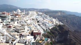 Ciudad Grecia de Fira de la isla de Santorini del día almacen de metraje de vídeo