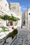 Ciudad griega típica de la isla - isla de Paros, Grecia imagen de archivo