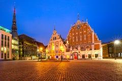 Ciudad Hall Square en la ciudad vieja de Riga, Letonia foto de archivo