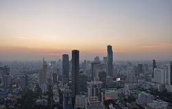 Ciudad hermosa de Bangkok de la puesta del sol de la visión aérea foto de archivo libre de regalías