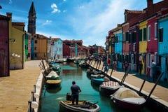 Ciudad hermosa de Burano Italia imágenes de archivo libres de regalías