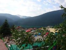 Ciudad hermosa de la montaña imagenes de archivo