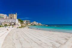 Ciudad hermosa de Otranto y de su playa, península de Salento, región de Puglia, Italia fotografía de archivo libre de regalías