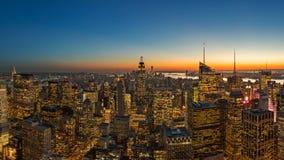 Ciudad hermosa en la puesta del sol en New York City, Manhattan foto de archivo