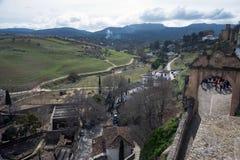 Ciudad hermosa encima de una monta?a en la provincia espa?ola de M?laga en Andaluc?a Vista del fotografía de archivo libre de regalías