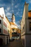 Ciudad histórica con el catle Imagenes de archivo