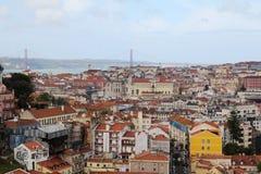 Ciudad histórica de Lisboa y 25ta de April Bridge Panorama, Portugal Imagen de archivo
