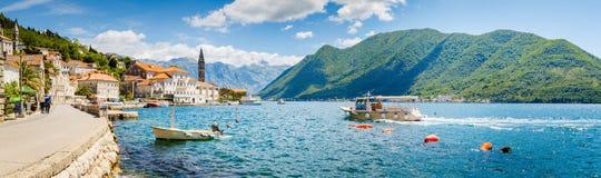 Ciudad hist?rica de Perast en la bah?a de Kotor en verano, Montenegro foto de archivo libre de regalías