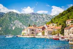 Ciudad hist?rica de Perast en la bah?a de Kotor en verano, Montenegro foto de archivo