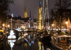 Ciudad holandesa por noche Imagenes de archivo