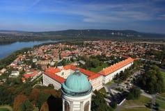 Ciudad Hungría de Esztergom, desde arriba con el río Danubio Imágenes de archivo libres de regalías