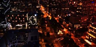 Ciudad iluminada en la noche Fotografía de archivo