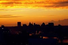 Ciudad industrial en la puesta del sol Foto de archivo libre de regalías