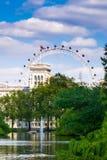 Ciudad/Inglaterra de Londres: Visión desde St James Park en London Eye fotos de archivo libres de regalías