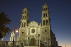 CIUDAD JUAREZ-CHIHUAHUA-MEXICO-OCTUBER-2013:Domkyrkan av denna stad ägnas till oskulden av Guadalupe, är royaltyfria foton