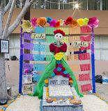 CIUDAD JUAREZ-CHIHUAHUA-MEXIKO: NOVEMBER: Altar der Toten zu Ehren des mexikanischen Malers Frida Kahlo stockfotos
