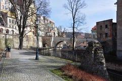 Ciudad Klodzko, cuadrado cerca del río Foto de archivo libre de regalías