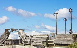 Ciudad a la escultura del puente del mar en Wellington, Nueva Zelanda Imágenes de archivo libres de regalías