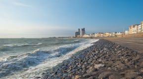 Ciudad a lo largo de un mar Imagen de archivo