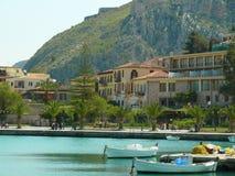 Ciudad mediterránea de la playa de Nafplio Nafplion Grecia Fotografía de archivo libre de regalías