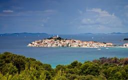 Ciudad mediterránea Primosten, Croatia Fotografía de archivo libre de regalías