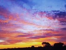Ciudad minera del ópalo del sur de Australia de la tierra del río imagenes de archivo